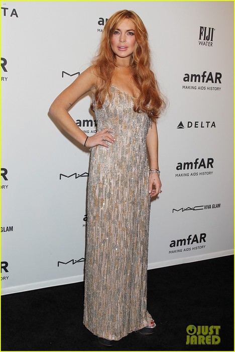lindsay-lohan-ashley-greene-amfar-new-york-gala-2013-01 (468x700, 77Kb)