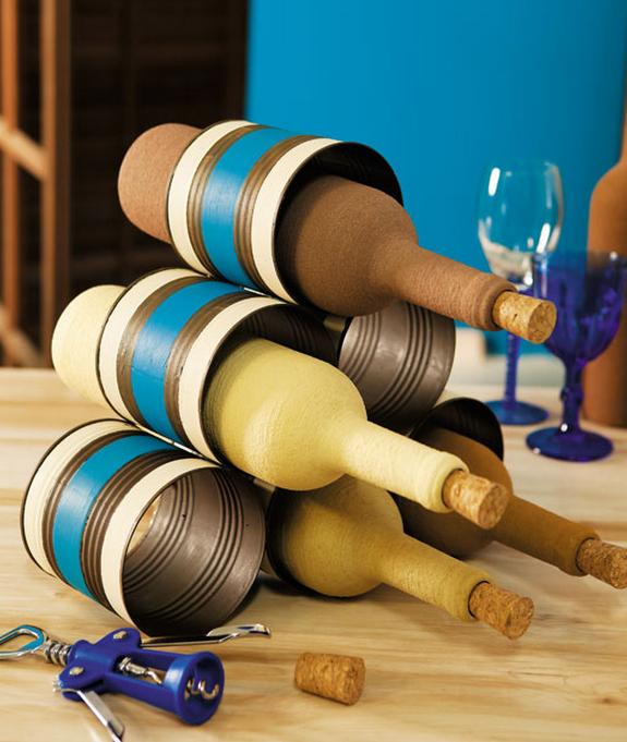 Органайзер для винных бутылок из железных банок