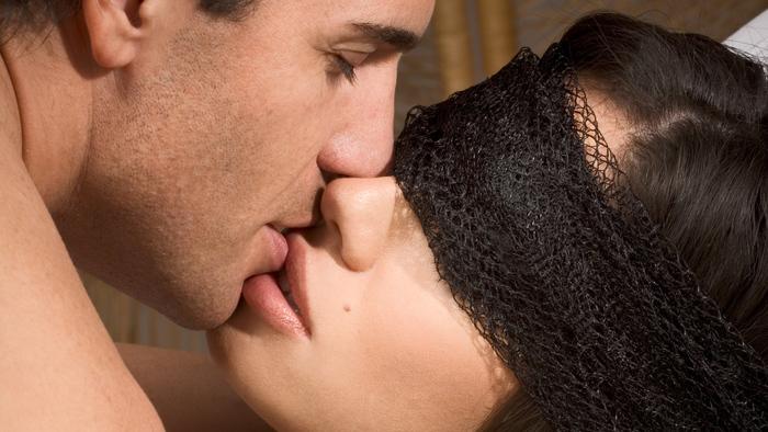 Фото поцелуй женщин 2 фотография
