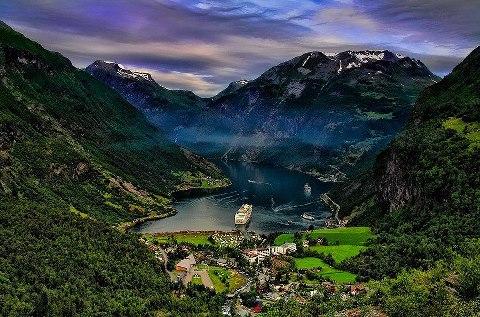 Гейрангер-фьорд в Норвегии. Внесён в список Всемирного наследия ЮНЕСКО (480x317, 63Kb)