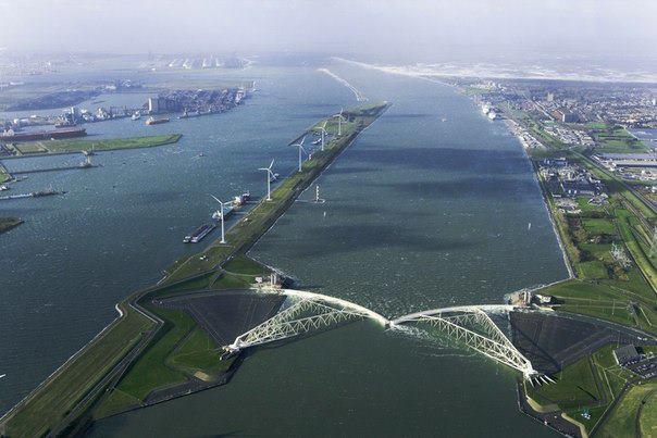 Масланткеринг находится в Голландии. Он предназаначен для предотвращения затопления прибрежных земель во время штормов и наводнений (604x403, 41Kb)