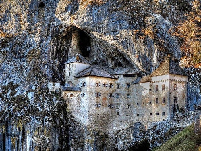 Предъямский замок - один из самых старых замков в Словении (700x525, 188Kb)