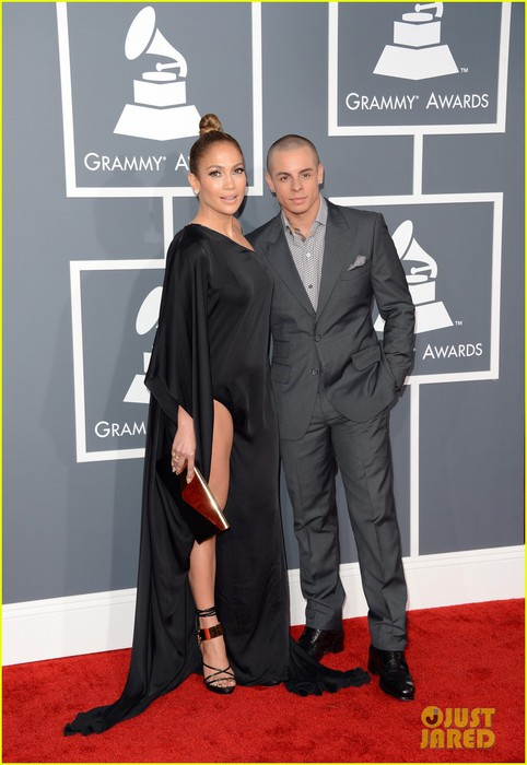 jennifer-lopez-grammys-2013-with-casper-smart-03 (482x700, 74Kb)