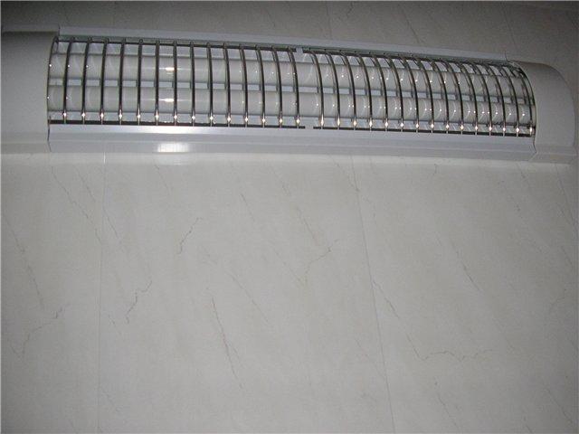 Люминесцентный светильник на балконе. Плюсы и минусы.