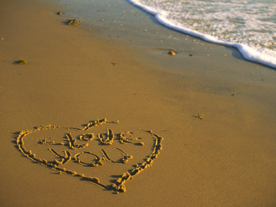 cindy-mcintyre-heart-and-love-you-carved-into-beach-sand-with-tid (400x300, 27Kb)