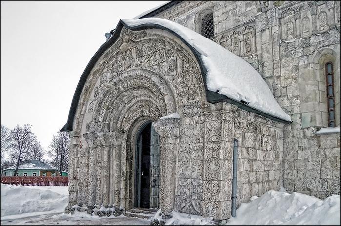 Северный придел Георгиевского собора в Юрьеве-Польском/3673959_14 (700x464, 192Kb)