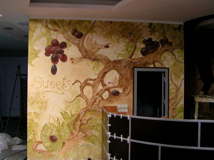 Декоративный рисунок на стене фото