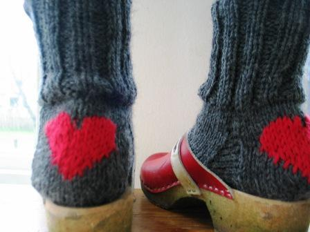 носочки с сердечком (448x336, 22Kb)