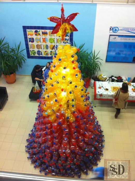 Елка из пластиковых бутылок на новый год