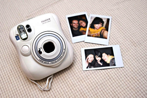 фотокамера FujiFilm 25 Instax Mini 1 (600x399, 189Kb)
