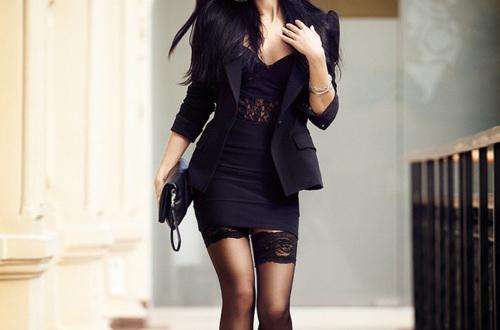 черное платье и чулки