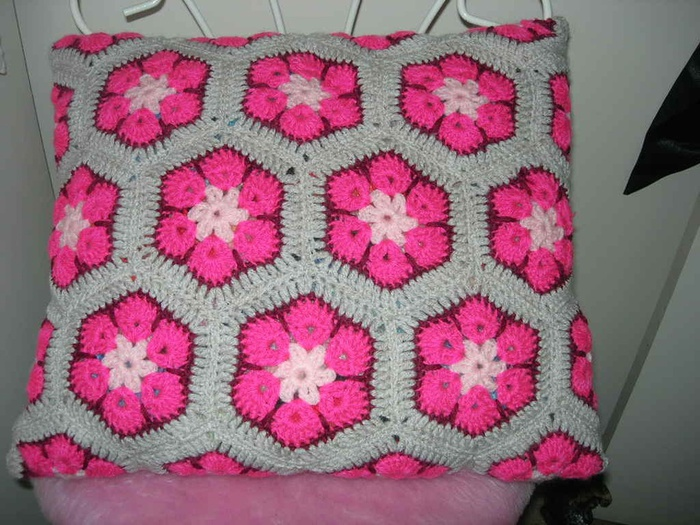 Афганский-цветок-подушка (700x525, 163Kb)