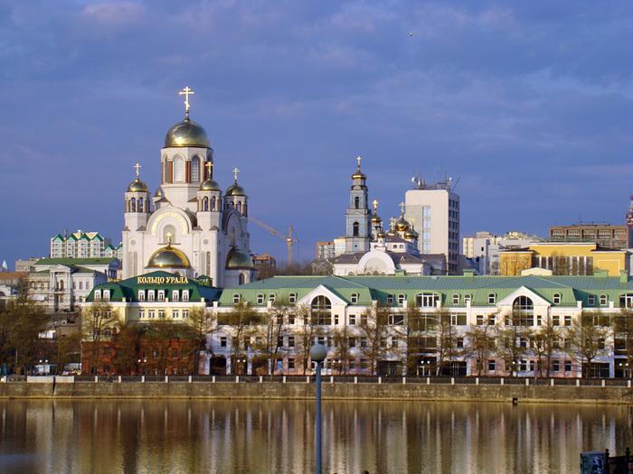 Ekaterinburg_Riverside_View (700x525, 179Kb)