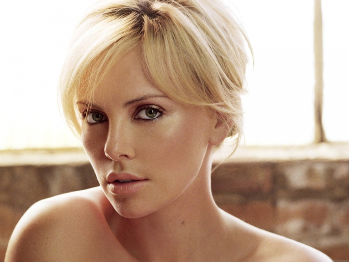 2749438_Charlize_Theron_Wallpaperjpg_464 (700x525, 223Kb)