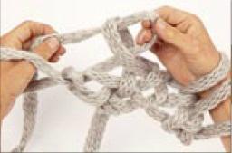 вязание на руках. шарфик (7) (256x169, 7Kb)