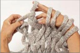 вязание на руках. шарфик (9) (257x170, 9Kb)