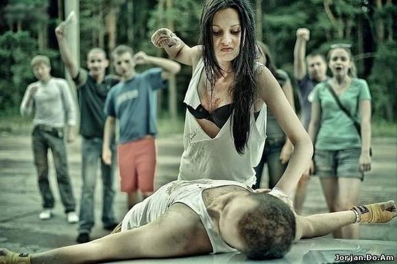 фото девушка избивает парня
