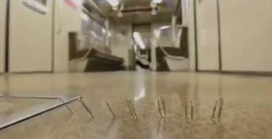 Странное магнитное поле в японском метро. Видео Фотографии