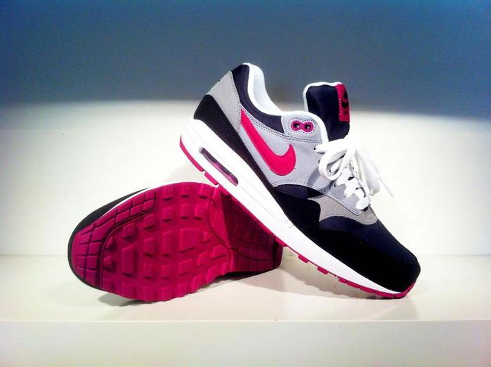 Nike-Air-Max-1-black_pink_wolf-grey (700x522, 34Kb)