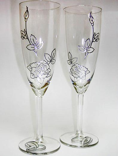 Посмотрите как можно украсить, например, к свадьбе бокалы.  Здесь и стразы, и бисер, и лепка, и рисунки, и банты, и...