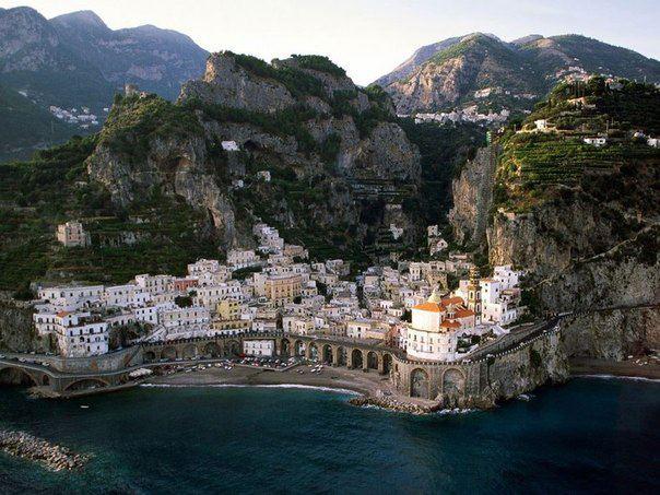 Атрани - небольшой городок и коммуна на западном побережье Италии, в регионе Кампания, провинция Салерно (604x453, 67Kb)
