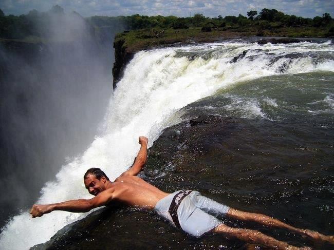 Дьявольский бассейн водопада Виктория (650x487, 56Kb)