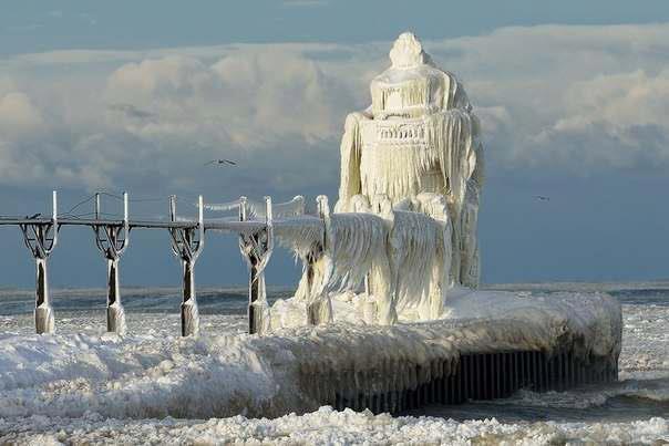 Зимнее побережье озера Мичиган, США (604x403, 34Kb)