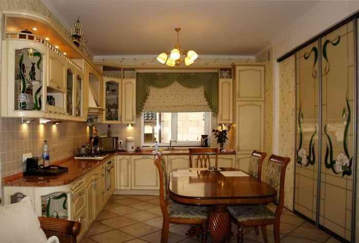 Дизайн интерьера кухни с окном в частном доме