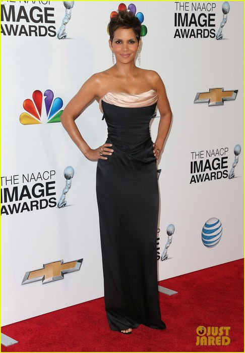 halle-berry-naacp-image-awards-2013-red-carpet-07 (486x700, 73Kb)