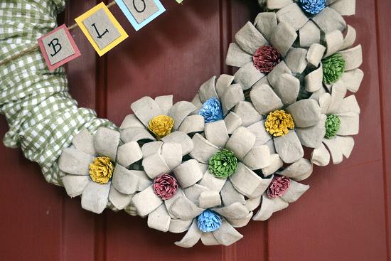 цветы из яичных лотков (1) (550x367, 381Kb)
