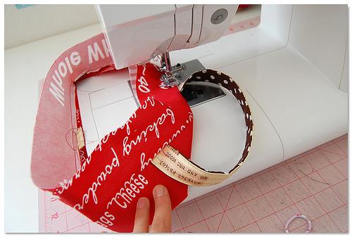 Я делала много постов с вязаными сумками и с шитыми.  Сегодня посмотрите...  Сшить хозяйственную сумку своими руками.