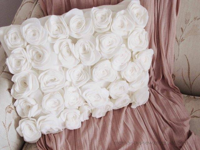 подушка с розами из фетра (2) (640x480, 75Kb)