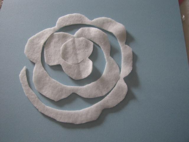 almohada con rosas de fieltro (6) (640x480, 57Kb)