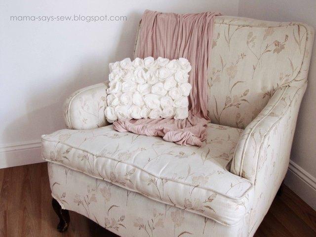 подушка с розами из фетра (640x480, 66Kb)