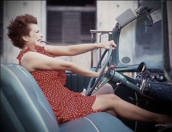 женщина за рулем (552x422, 40Kb)
