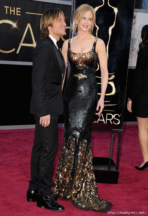 nicole_kidman_wet_look_dress_keith_urban_oscars_2013_red_carpet_18ildu2-18ile0h (480x700, 221Kb)