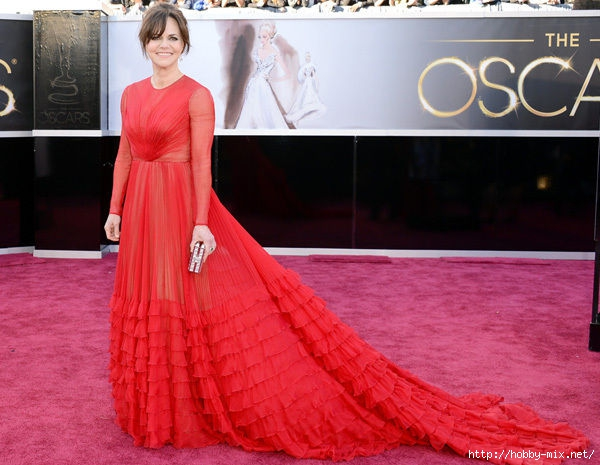 sally_field_red_dress_oscars_2013_red_carpet_18ilaut-18ilavv (600x465, 164Kb)
