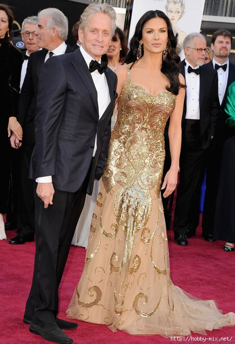catherine_zeta_jones_michael_douglas_dress_oscars_2013_red_carpet_18ilbjo-18ilbks (480x700, 223Kb)