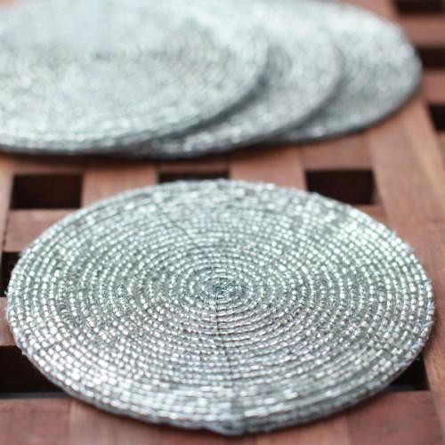 Подстканники из прозрачного бисера (диаметр 10 см). Подставка из бисера.