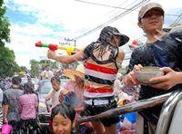 Рекорд перестрелки водяными пистолетами принадлежит Таиланду