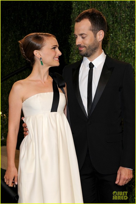 natalie-portman-benjamin-millipied-vanity-fair-oscar-party-2013-02 (466x700, 71Kb)
