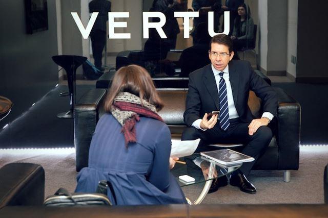 Новый смартфон Vertu TI на базе Android Фотографии