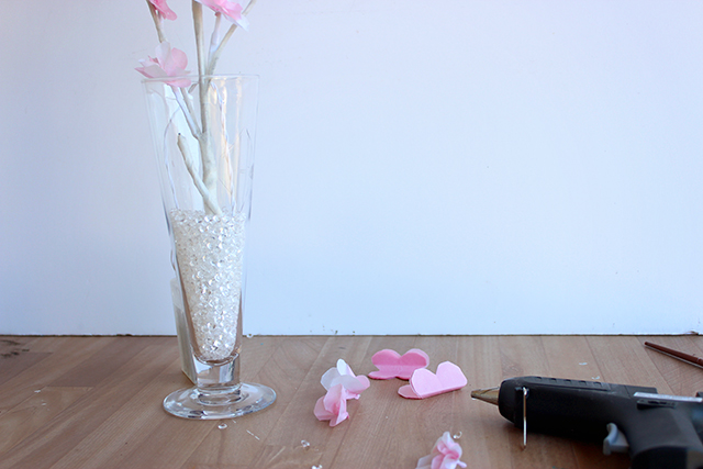 веточка цветущей вишни из бумаги (6) (640x427, 198Kb)