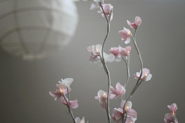 веточка цветущей вишни из бумаги (8) (640x427, 146Kb)