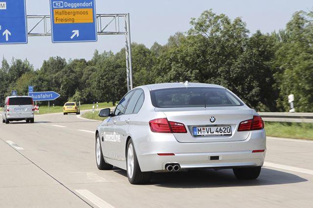 BMW оснастит машины автопилотом к 2020 году