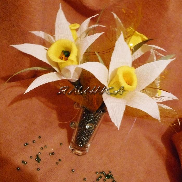 Нарциссы из конфет из гофрированной бумаги