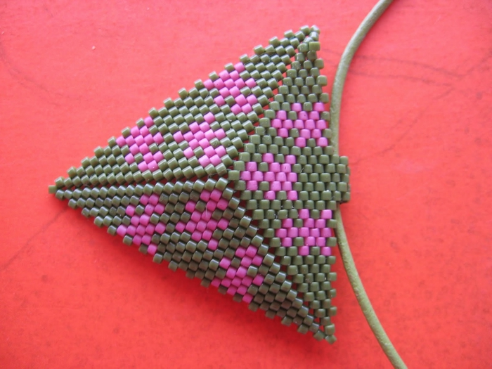 Из бисера по схемам сплести треугольник. из бисера (700x525, 236Kb) .