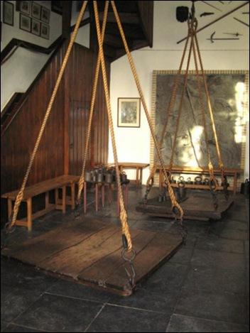 весы для ведьм фото 2 (352x469, 53Kb)