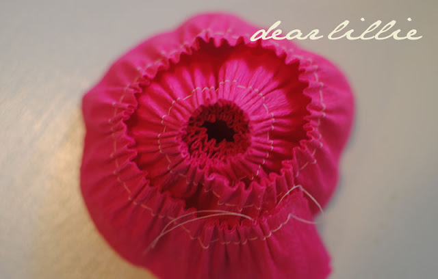 цветы из креп бумаги для украшения подарков (14) (640x408, 46Kb)