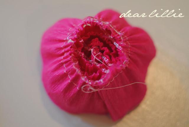цветы из креп бумаги для украшения подарков (16) (640x430, 46Kb)
